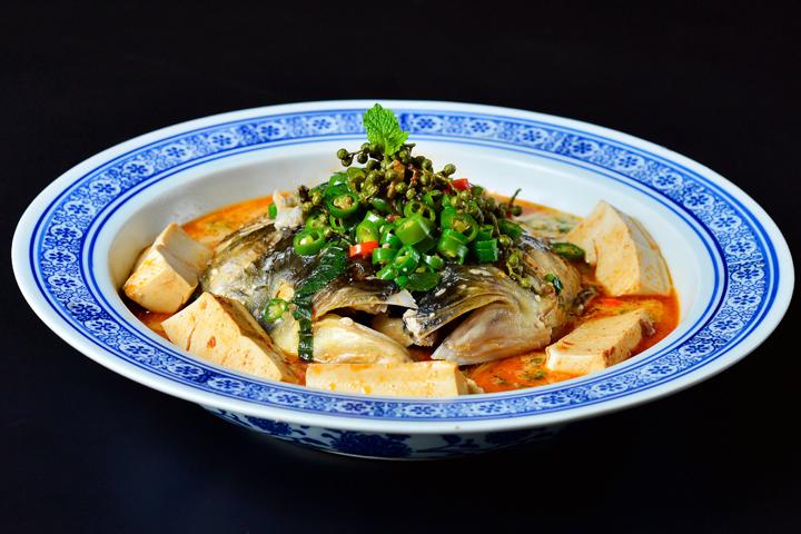 青椒煮鱼头豆腐